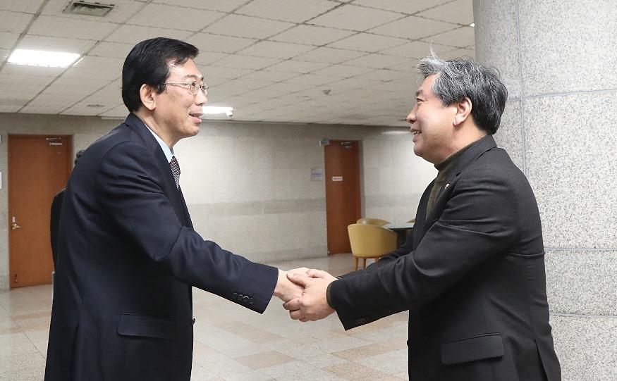200121 송한준 의장, 조재연 신임 수원지검장 접견 (1).jpg