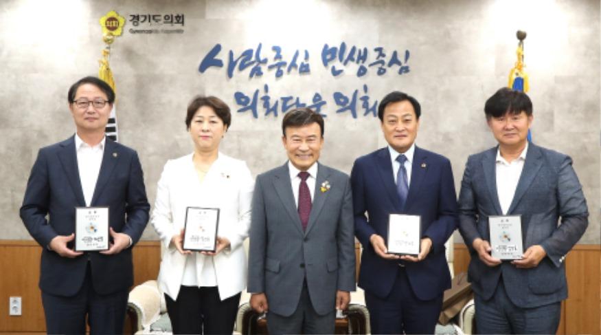 200715 장현국 의장 등 경기도의회 의원, 광복회 '역사정의실천 정치인' 선정.JPG